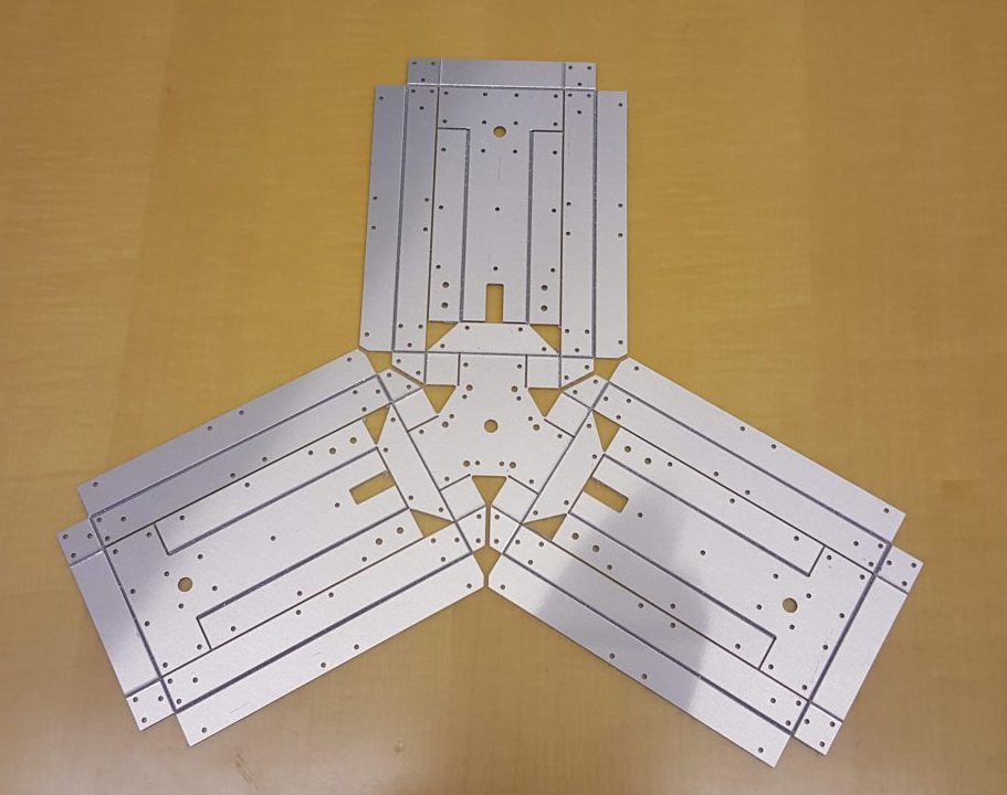 Single piece composite delta linkages.